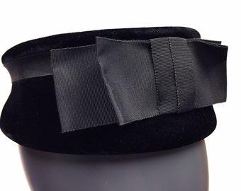 Vintage 1960's velvet pill box women's hat with grosgrain ribbon bow