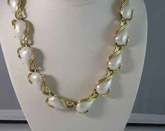 Faux Pearlized White Thermoset Necklace