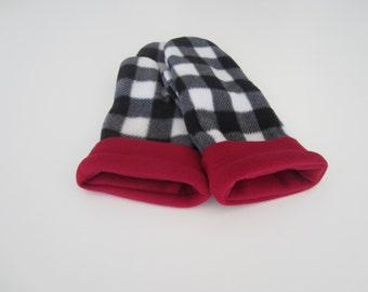 Chess black / white / red fleece mittens