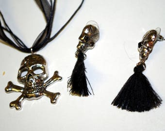earrings and necklace skull
