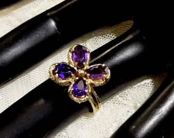 Pretty Vintage 14K Gold Amethyst Floral Design Ring