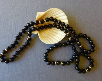 """Beautiful Vintage Black Onyx and Gold Bead Necklace / 30"""""""