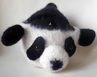 Baby Panda Knotbag Création unique et originale, sac japonais feutré, un accessoire tout tendre et rigolo.