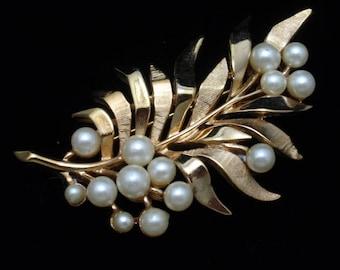 Trifari Leaf Foliage and Berry Pin Brooch Vintage Imitation Pearls