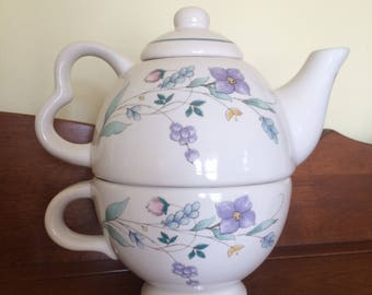 Pfaltzgraff Nesting Teapot April Pattern with Cup, Teapot and Lid