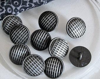 10 buttons with pattern 17mm, vintage buttons.
