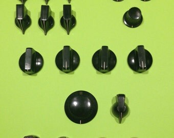 Mixed bunch of vintage radio knobs