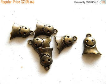 HALF PRICE 6 Bronze Ghost Charms - 16mm - Halloween Charm
