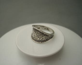 Mid century traditional ornate hand made sterling silver ring, Sweden.