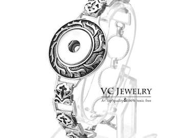 Exquisite Antiqued Silver Bracelet with Toggle Closure