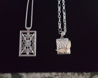 Beautiful silver angel wings or flower necklace- your choice