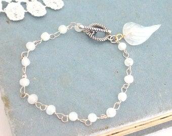 Beaded Bracelet, White Opal Bracelet, Glass Opal Jewelry, Feminine Jewelry, Bridesmaid Bracelet, Vintage Inspired