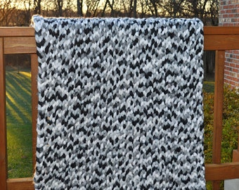 FREE SHIPPING-Crochet Blanket-Ultra Thick Throw Blanket- Loops and Threads Ginormous Black and White yarn- Made in the Arm Knit Style