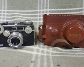 Vintage Argus BRICK Film Camera with Case and Argus 50mm f=3.5 Lens. Display. Photo Shoot.