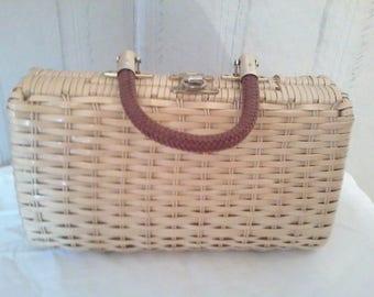 Pretty handbag vintage varnish basket 1980s in very good condition