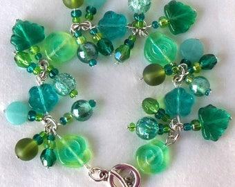 Green Flower Charm Bracelet, Beaded Green Charm Bracelet, Green Beaded Flower Bracelet, Green Flower Link Bracelet, Floral Charm Bracelet