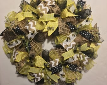 SALE Bumble bee wreath, mesh bumble bee, bumble bee decor, burlap bumble bee wreath, bumble bee burlap wreath, bumble bee, bumble bee wreath