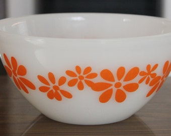 Vintage Pyrex Bowl -Orange - Daisy Chain Pattern