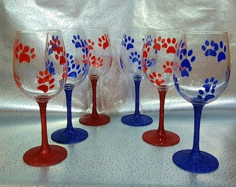 Paw Print and Glitter Wine Glasses. Mothers day gift. Dog lover gift. Paw print gift.