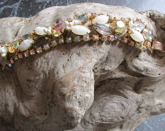 Vintage Aurora Borealis and Cabochon Clasp Bracelet With Gold Tone Accents