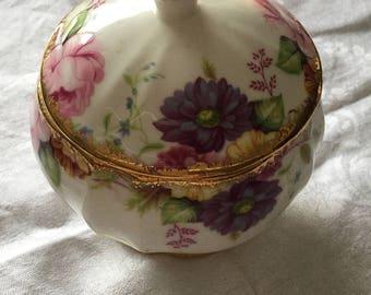 Pretty little dressing table pot