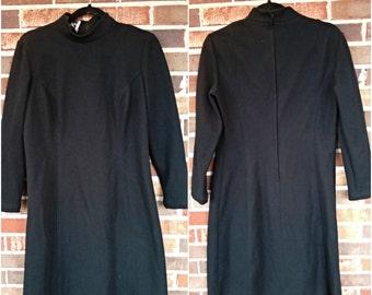 Black Mockneck 3/4 Sleeve Shift Dress, M/L