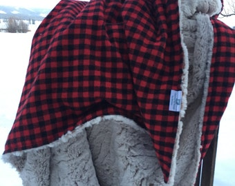 Rustic Buffalo Plaid Reversible Throw Blanket Red and Black with Faux Fur