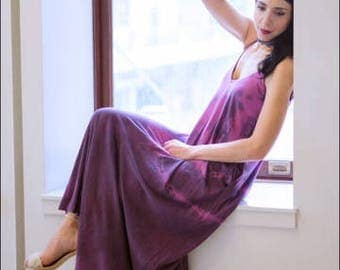 Maxi dress in handydyed organic cotton. Great cruisewear, beachwear or after yoga. Violet with black in color