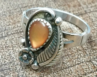 Navajo style peach moonstone Sterling Silver Ring Size 7