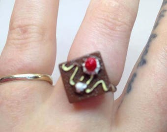 Chocolate cake ring with strawberries and cream by Toxic Heart Designs / chocolate cake - whipped cream - strawberries - rings - cake ring.