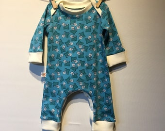 Playsuit with toads Chair, ecological produced cotton, envelope closure, mt 56. Between the legs a press Stud fastening.