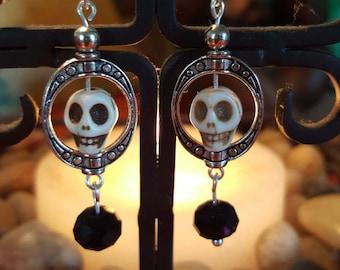 Howlite Skull bead in round surround with bead dangle