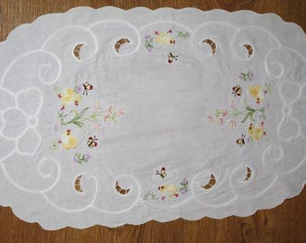 Easter Polish Richelieu White Oval Table Runner Embroidered Chickens Spring Dresser Scarf cutwork embroidery Polish linen Easter tabel decor