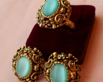 Rare Czarina Sarah Coventry Set Antiqued Gold Filigree with Blue Moonstone-like Cabochons Sizable Ring & Earrings Demi-Parure