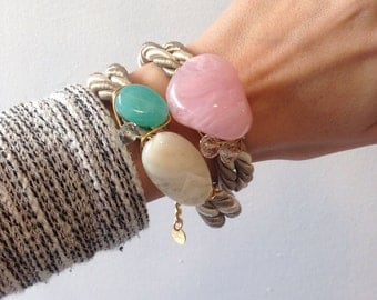 Two-tones chunky wrapover bracelet in pink and turqouise beads