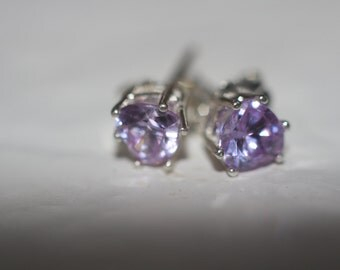 Heart shape 5mm.Lilac color Sapphire earrings