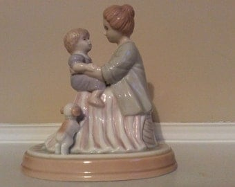 A Sweet! Mother and Child Figurine, Avon Source of Fine Collectibles 1995.