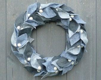 Handmade felt wreath - 25 cm