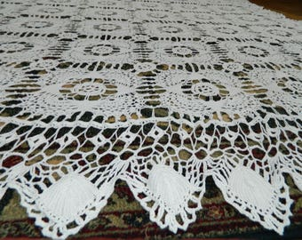 odd VINTAGE great bed is hand crocheted lace. Vintage french Handmade plaid 230 X 200 cm.