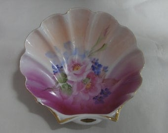 Vintage Lipton Shell Dish/Scalloped Shape