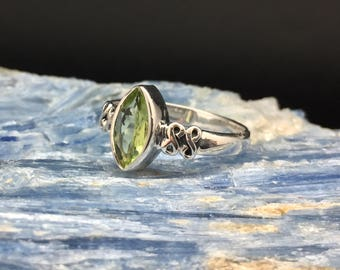 Peridot Ring // 925 Sterling Silver // Marquis Setting // Green Peridot Ring