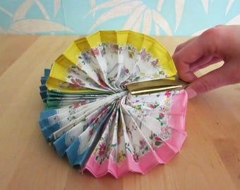 Kitsch vintage ladies 4-handkerchief fan set