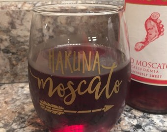 Hakuna Moscato Wine Glass // Funny Hakuna Moscato Wine Glass // Glitter Wine Glass // Wine Lover Gift // Moscato Lover Gift