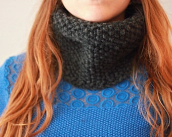 Knitted Cowl - Grey