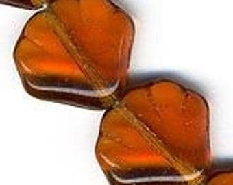 Czech Amber Glass Scallop Bead. 14mm. Pkg of 5. b11-yo-749(e)