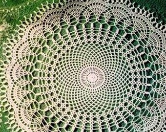 Doily crocheted from 100 linen