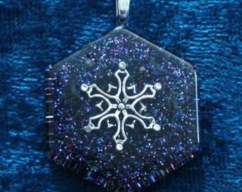 Snowflake Honeycomb Chakra-Tuning Blue Orgone 30mm Pendant 72 energy harmonizing crystals Quartz black cord / silver chain