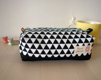 Modern triangle pattern zipper pouch
