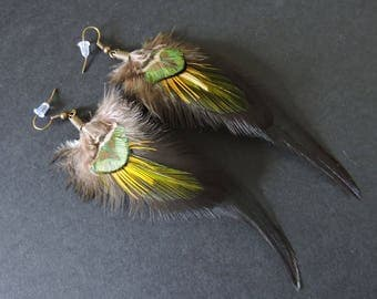 Boucles d'oreilles plumes de coq, de paon et de faisan / Rooster, peacock and pheasant feathers earrings / Green, black and yellow earrings