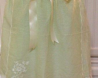 Vintage half apron linen crochet napkin shabby chic spring green cream lace battenberg lace lined cream satin ties